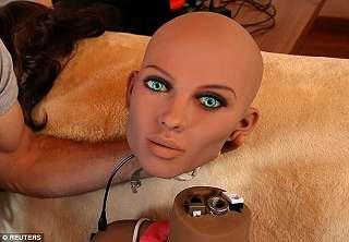 Penemu Robot Seks Klaim Ciptaannya Bisa Punya Anak