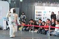 'Punya Hak Sama di 2045, Robot Bisa Menikahi Manusia'