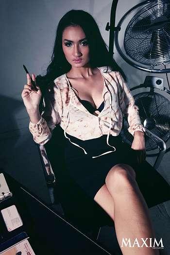 Galeri Foto Tengku Dewi Di Majalah Maxim