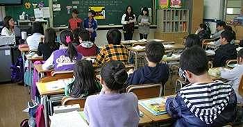 Seorang Guru Kelas Memeriksa Catatan Masa Lalu Muridnya dan Dia Menyadari Bahwa Dirinya Telah Melakukan Kesalahan yang Sangat Besar
