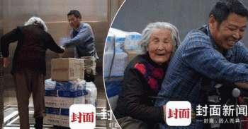Dia Membawa Ibunya yang Berusia 92 Tahun yang Menderita Alzheimer untuk Bekerja Setiap Hari