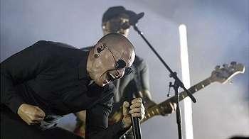 Kematian vokalis Linkin Park, Chester Bennington, ditangisi penggemarnya