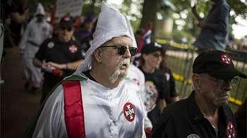 Mengapa Donald Trump tak langsung mengutuk kelompok supremasi kulit putih?