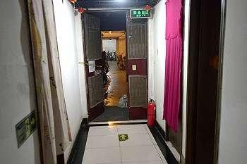 Hunian 400 orang tersembunyi di bawah apartemen mewah Beijing