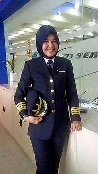 Foto: Hijab Ala Iin Irjayanti, Pilot Indonesia yang Populer di Instagram