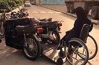 Kesal dengan Transportasi Umum, Wanita Difabel Ini Buat Motor Sendiri