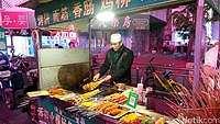 Hunting Streetfood Halal di China, Perhatikan Label Hijau Ini
