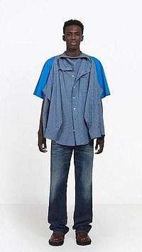 Balenciaga Rilis Kemeja Nempel di Kaus yang Bikin Netizen Bingung