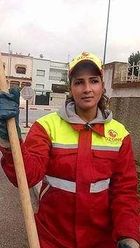 Kenalan dengan Sanaa Maatat, Tukang Sapu Jalanan Juara Kontes Kecantikan