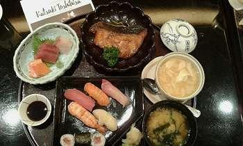 Dibuai Sashimi Racikan Chef Katsuki Toshihisa
