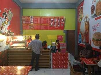 Menikmati Ayam Crispy dan Sambal Lombok di Pantai Senggigi