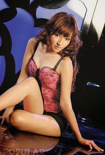 Galeri Foto Hot Model Cantik Eline Santie Berbalut Lingerie Seksi