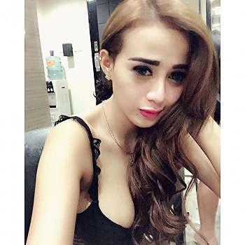 Neysa Carolline Beauty Selfie Model New Hair