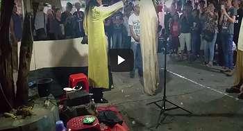 Heboh, Video Ritual Memanggil Pocong Di Keramaian