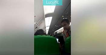 Video Pria Ngerokok di Pesawat Ini Hebohkan Dunia, Bikin Malu Aja!