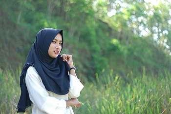 Empat Tips Atasi Rambut Rontok untuk Hijaber, Tanpa ke Salon