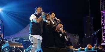 Peluk - Cium Fans, 3 Vokalis Kahitna Bikin Malang Jazz Festival 2018 Panas