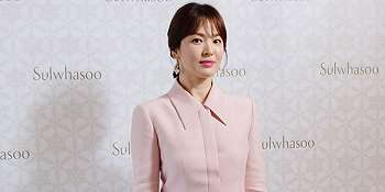 Selalu Memesona! Mengintip Rahasia Cantik Natural Luar & Dalam Song Hye Kyo
