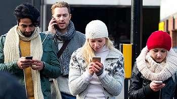 Benarkah ponsel membuat kita menjadi kurang produktif dan 'menjajah' kita?