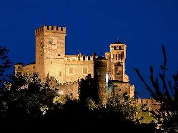 7 Kastil Termegah Layaknya Istana Kerajaan