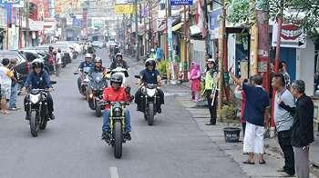 Aksi Jokowi Blusukan ke Pasar Anyar Tangerang Pakai Motor Custom Baru