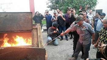 Ribuan E-KTP Rusak Dibakar di Depok dan Tangerang