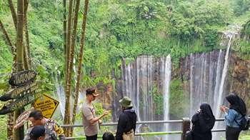 Terpesona Keindahan Air Terjun Tumpak Sewu, Niagara-nya Indonesia