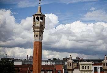 Alat canggih bantu masjid di Inggris sepakati masuknya waktu Subuh