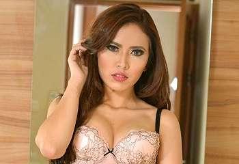 Full Photo Extra Hot Aulia Dewi Model Seksi Lingerie Gress Magazine