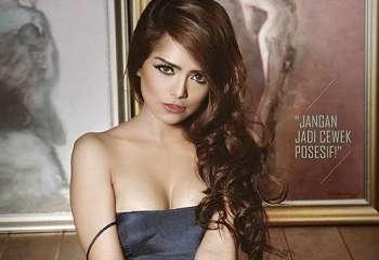 Koleksi Foto Pose Seksi Fahria Yasmin Model Seksi Maxim