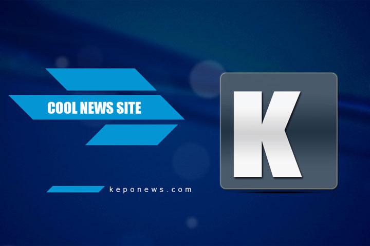 Toko ini jual sepatu kolaborasi Kanye West X Adidas KW, duh!