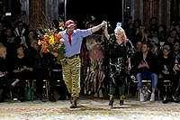 Langka, Vivienne Westwood Jadi Model di Fashion Show Labelnya Sendiri