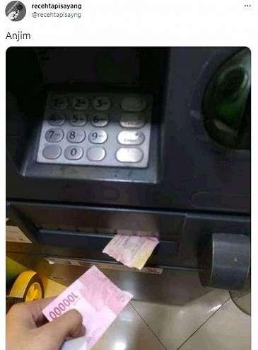 Lihat Penampakan Tarik Uang Rp 100 Ribu di ATM, Malah Bikin Nyesek