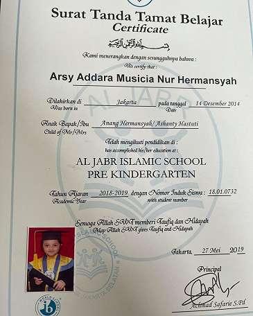 Arsy Hermansyah lulus TK, foto ijazahnya curi perhatian